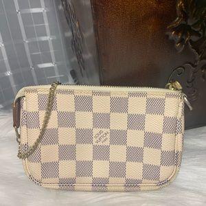 🌼Authentic Louis Vuitton Mini Pochette🌼